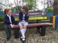 Ha egyedül érzed magad, ülj le a barátság-padra!